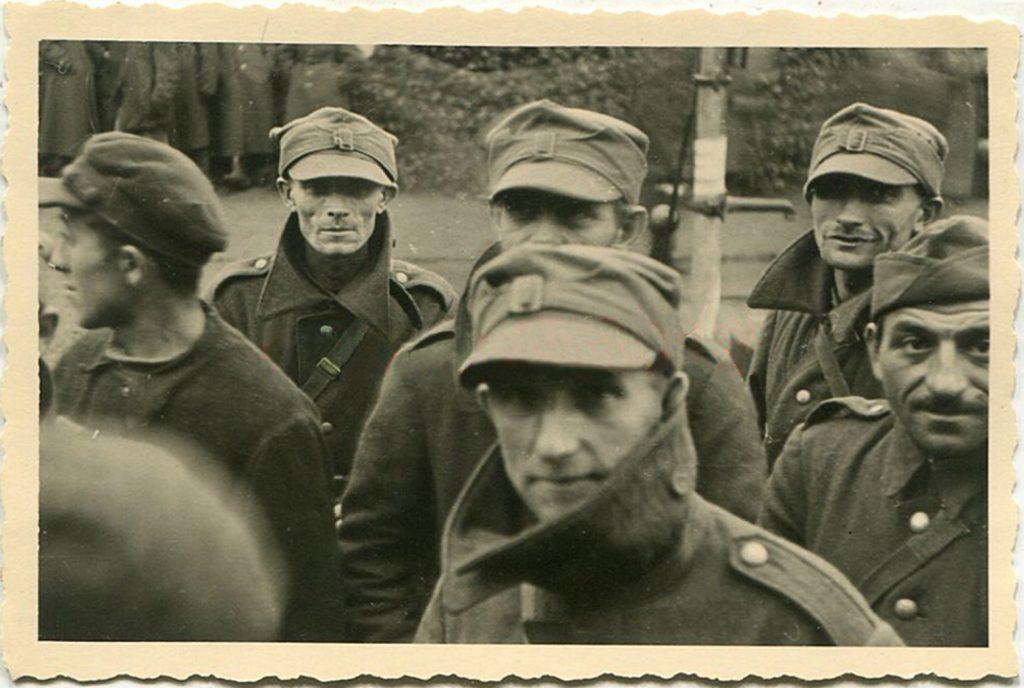 Panzerregiment 1, Gefangene polnische Soldaten vor Warschau, Polen_clear